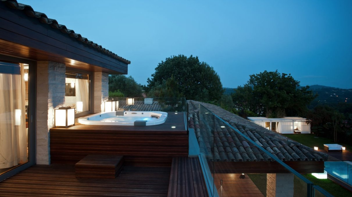 CONTEMPORARY VILLA MOUGINS