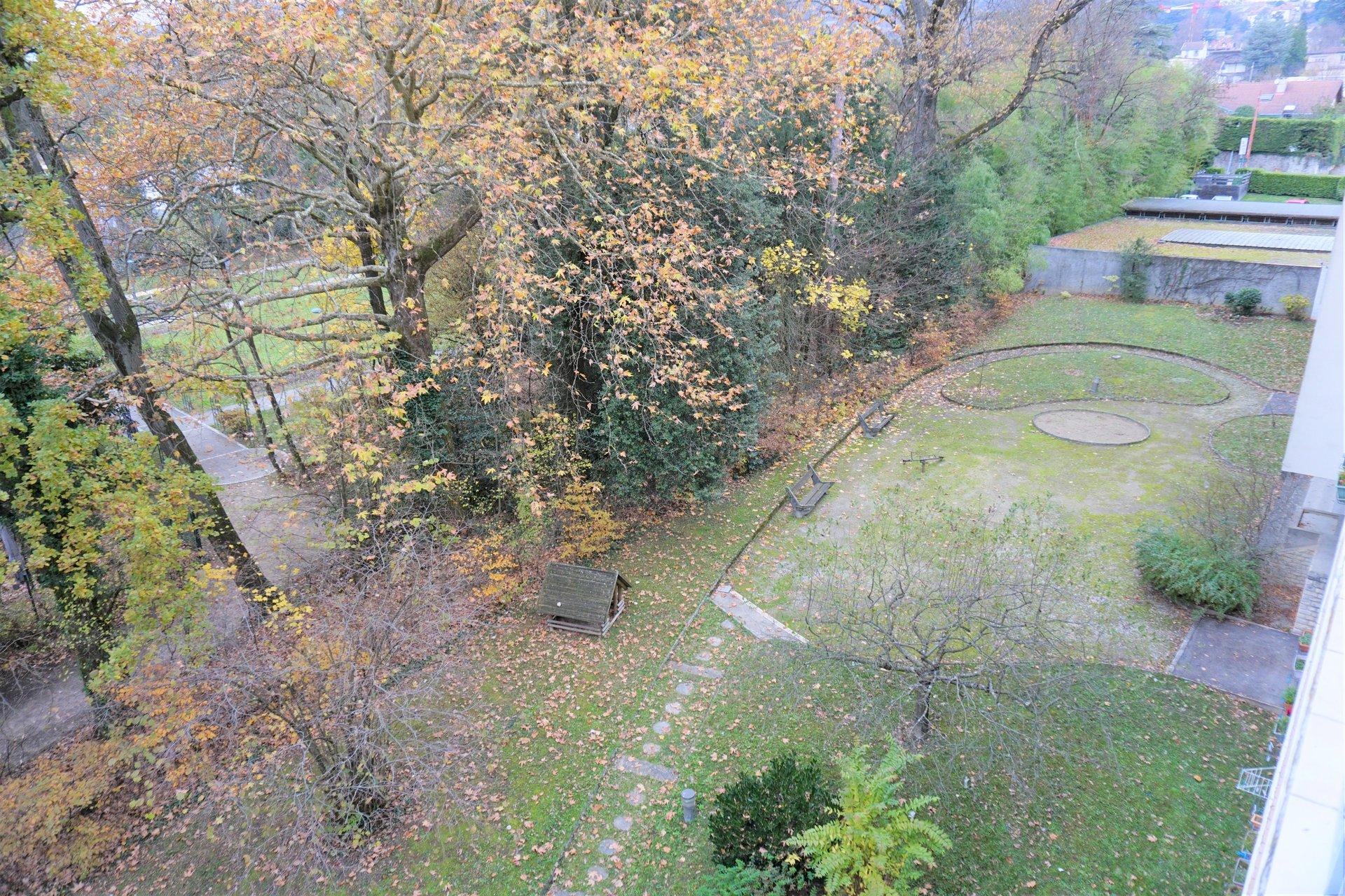 Le parc de la copropriété, vue du balcon