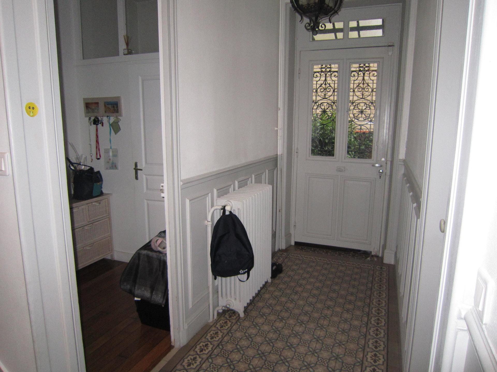Bas de Chatou, maison ancienne à 11 min à pied du RER.
