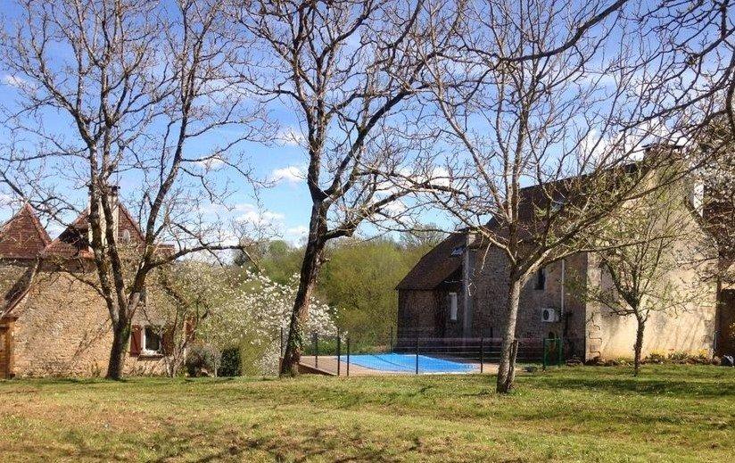 Ensemble de 3 maisons rénovées avec piscine