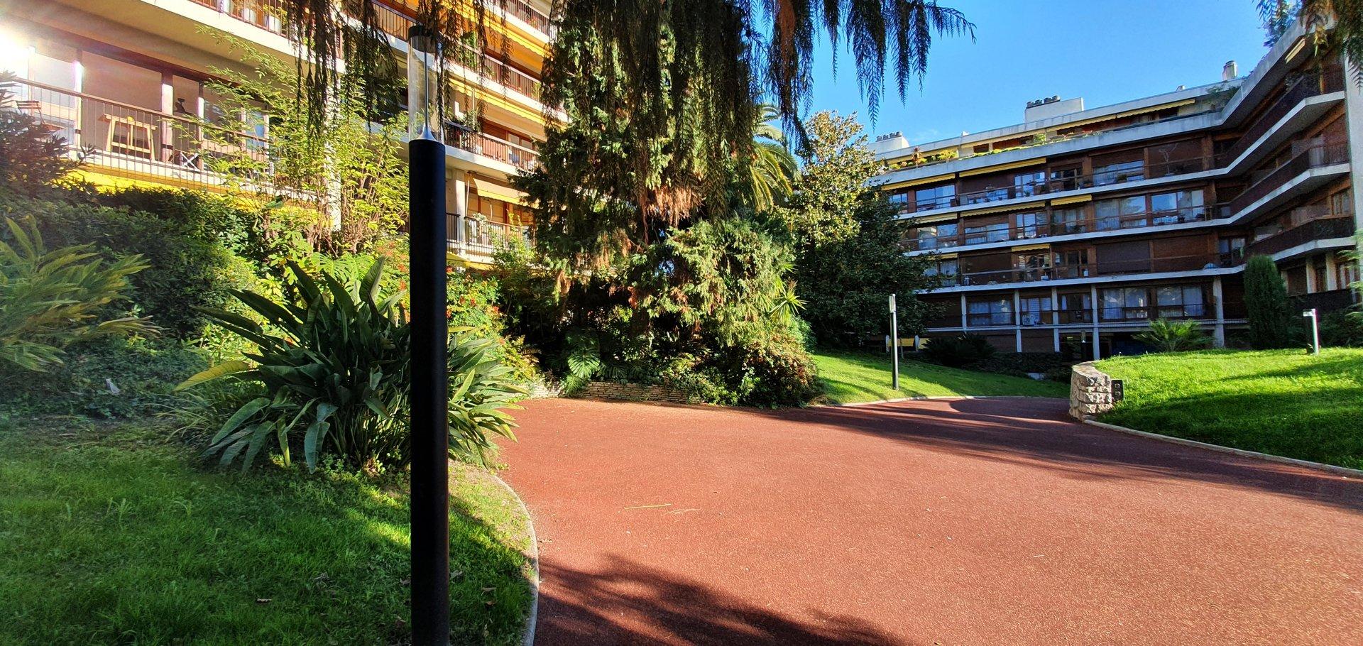 Deux pièces 79m² parking cave terrasse