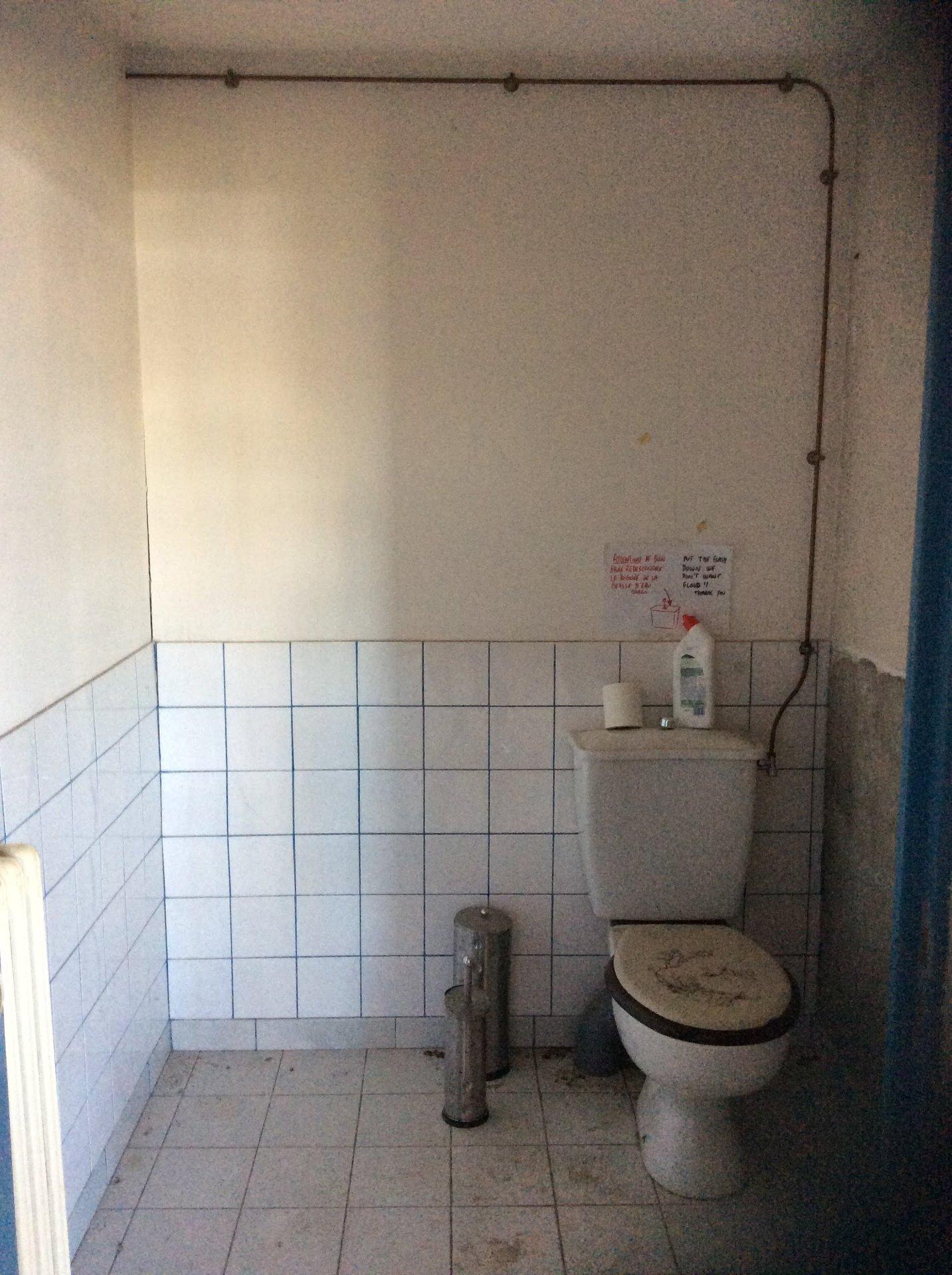 local commercial et industriel avec bureaux et sanitaires