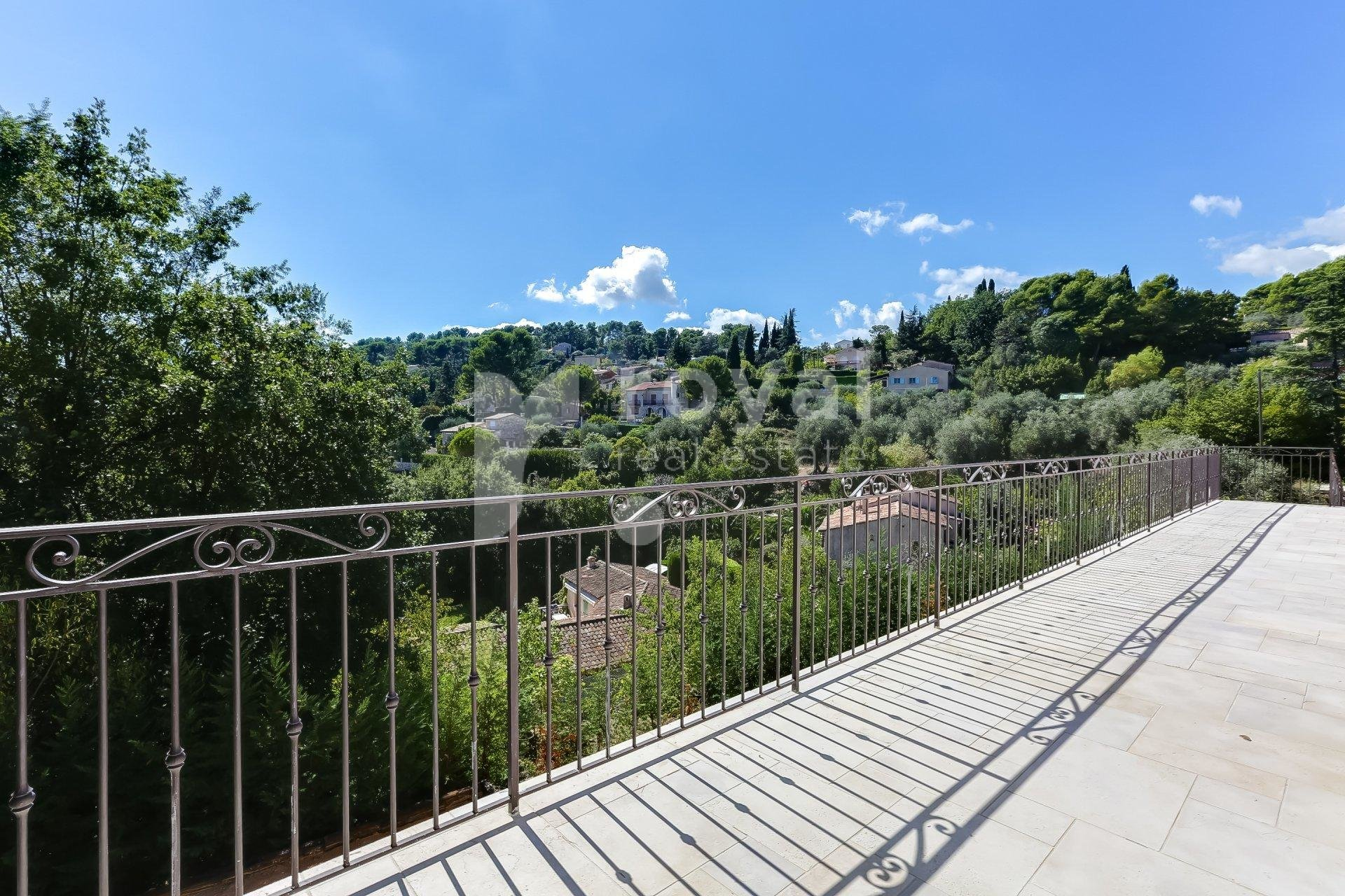 Villa - Mougins in closed domain