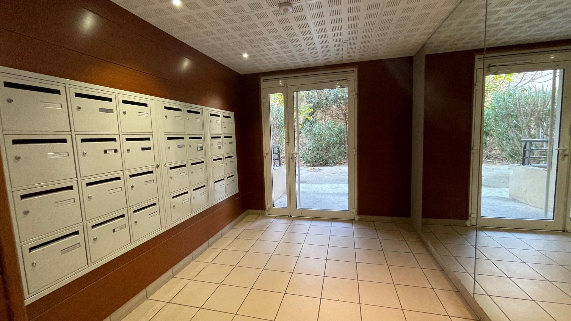 Appartement type 2, 49m², une chambre, box fermé, terrasse
