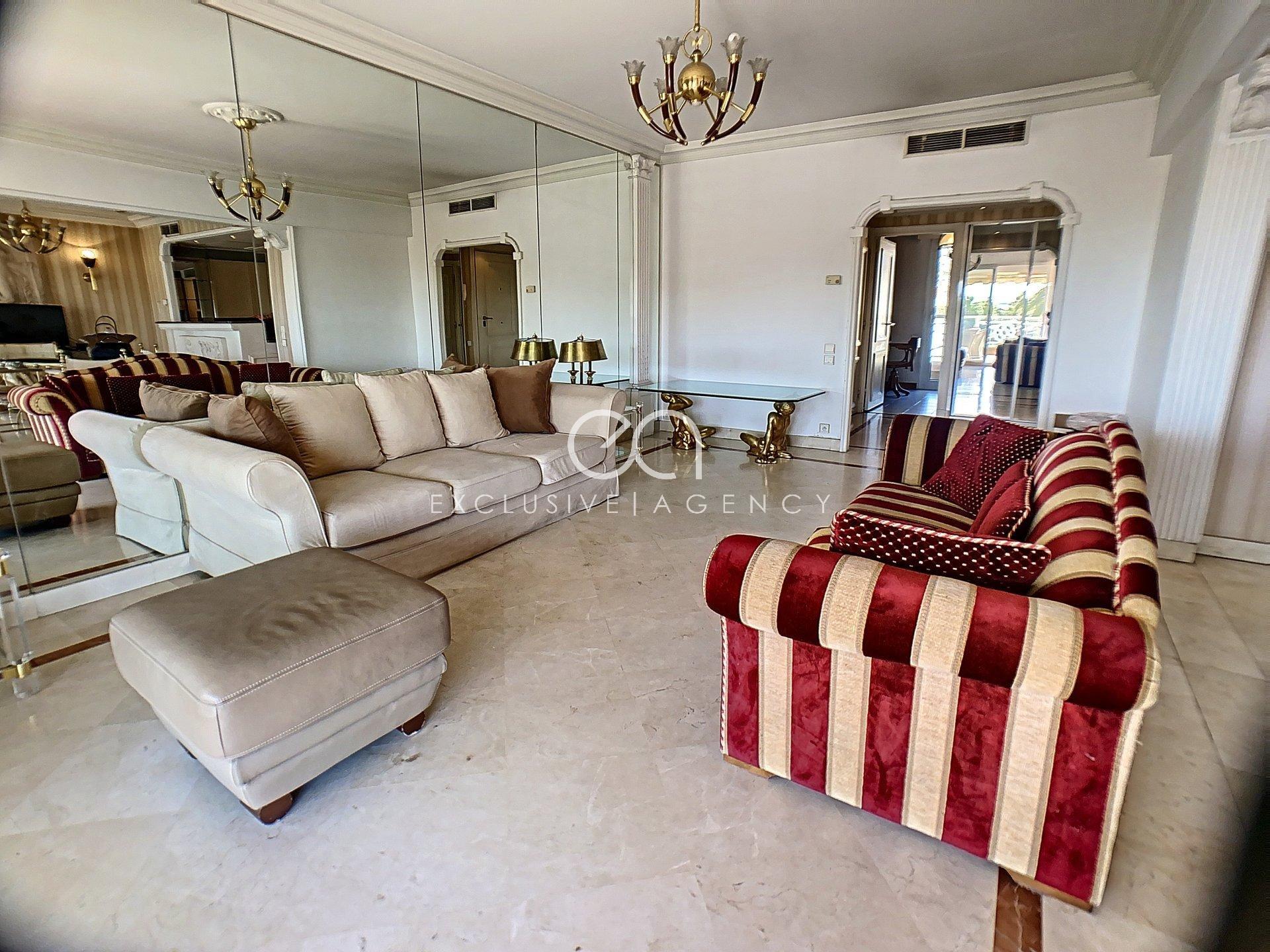 Golfe Juan location meublée, appartement 4 pièces 100m² avec terrasse vue mer.