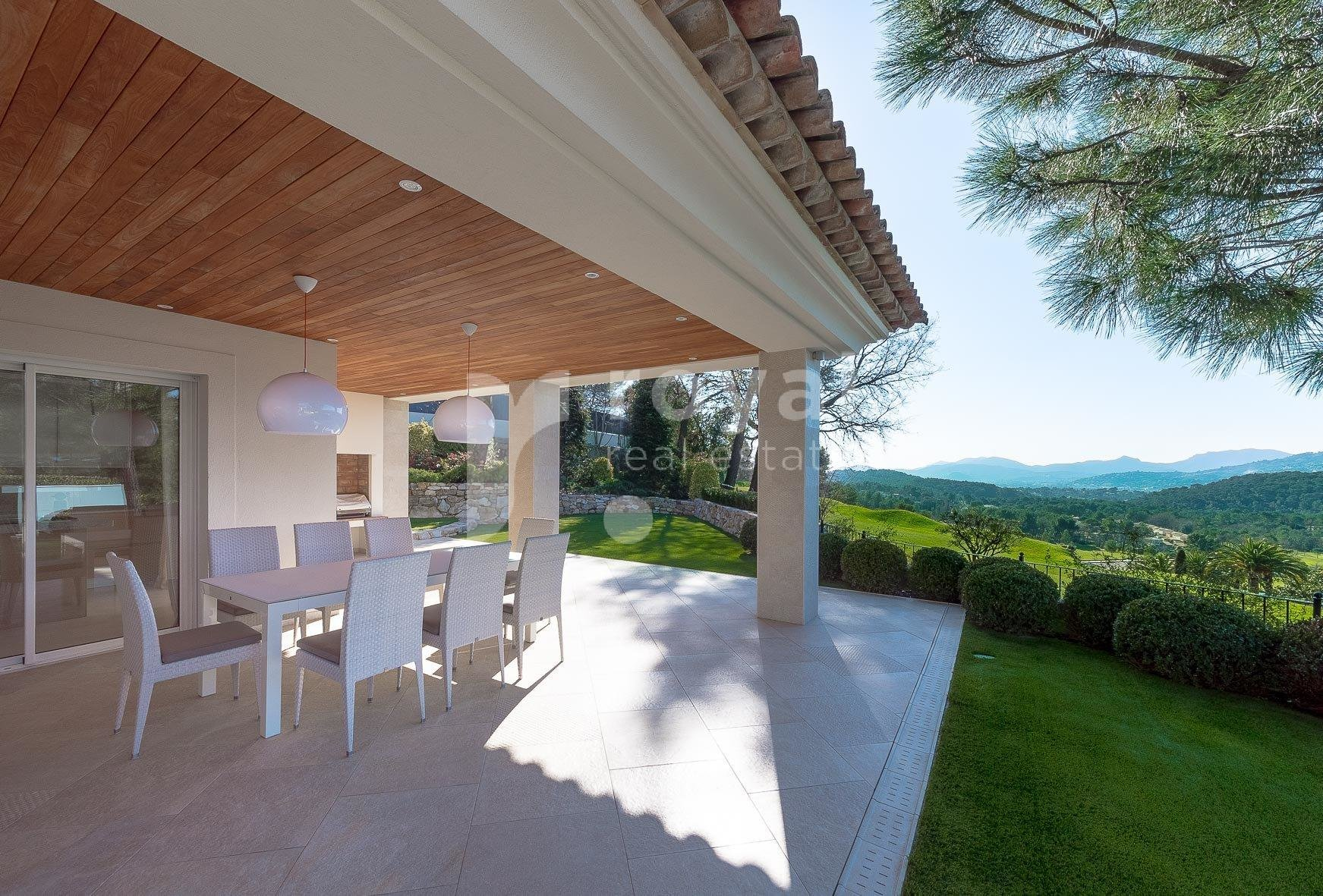 FOR SALE VILLA MOUGINS - GOLF