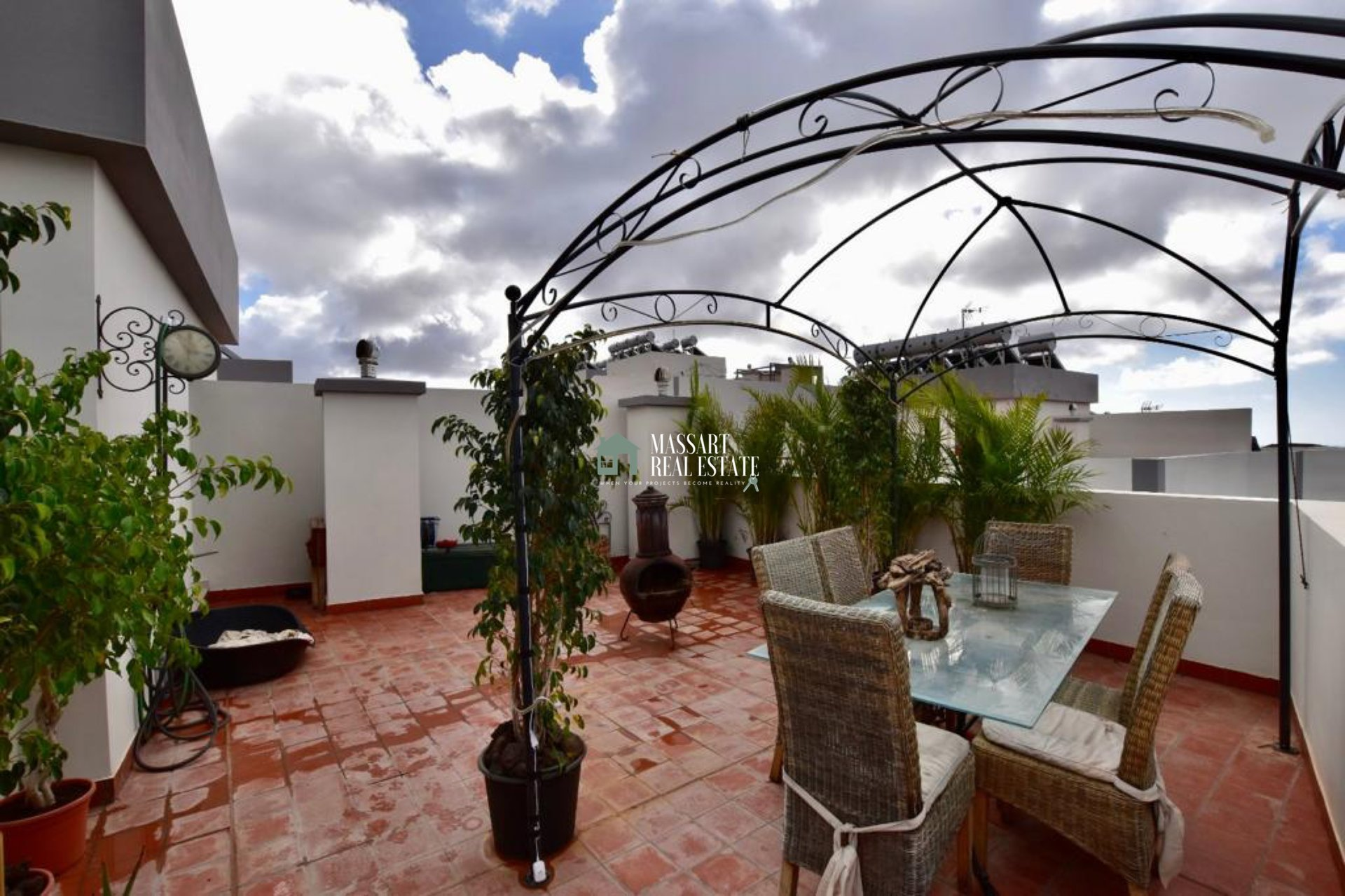 Penthouse of 144 m2 practically BRAND NEW in the strategic and quiet area of Buzanada characterized by offering dreamy views of the sea and the mountains.