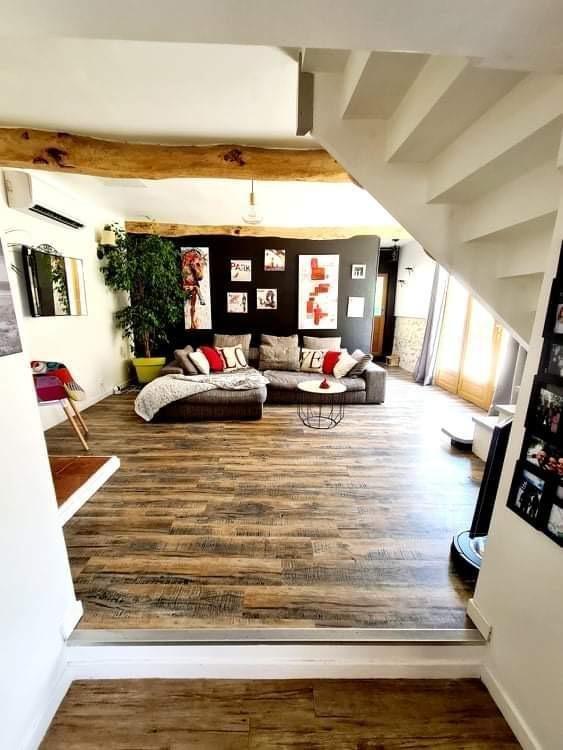 10 km Villefranche, maison de village T4 rénovée avec patio