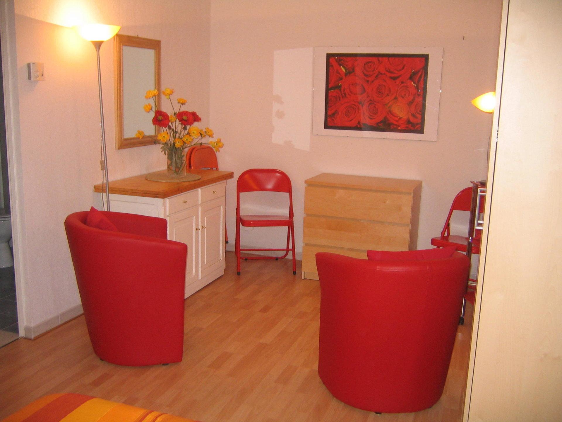 Location meublée à l'année- Studio dans joli résidence moderne