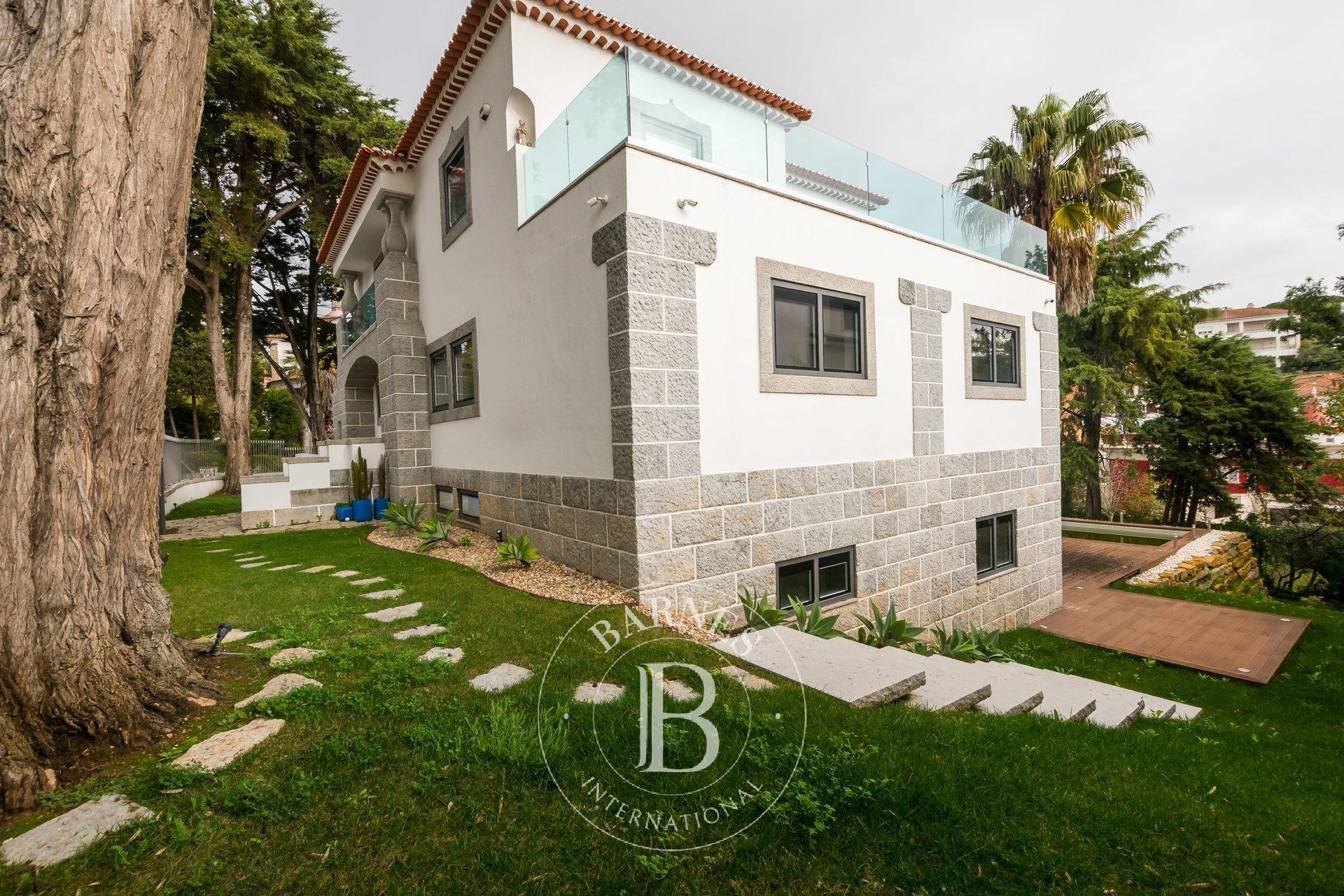5-bedroom Villa in Estoril