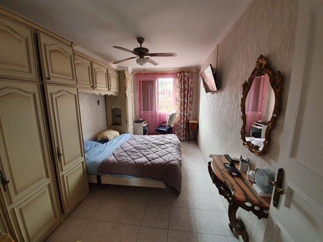 Bel appartement de 4/5 pièces spacieux, traversant avec balcon et loggia, aperçu mer, cave et parking