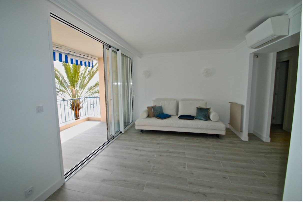 Waterfront for this pretty 2 bedrooms  renovated apartment