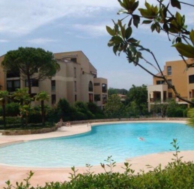 APPARTEMENT 2 PIECES + CAVE MOUGINS