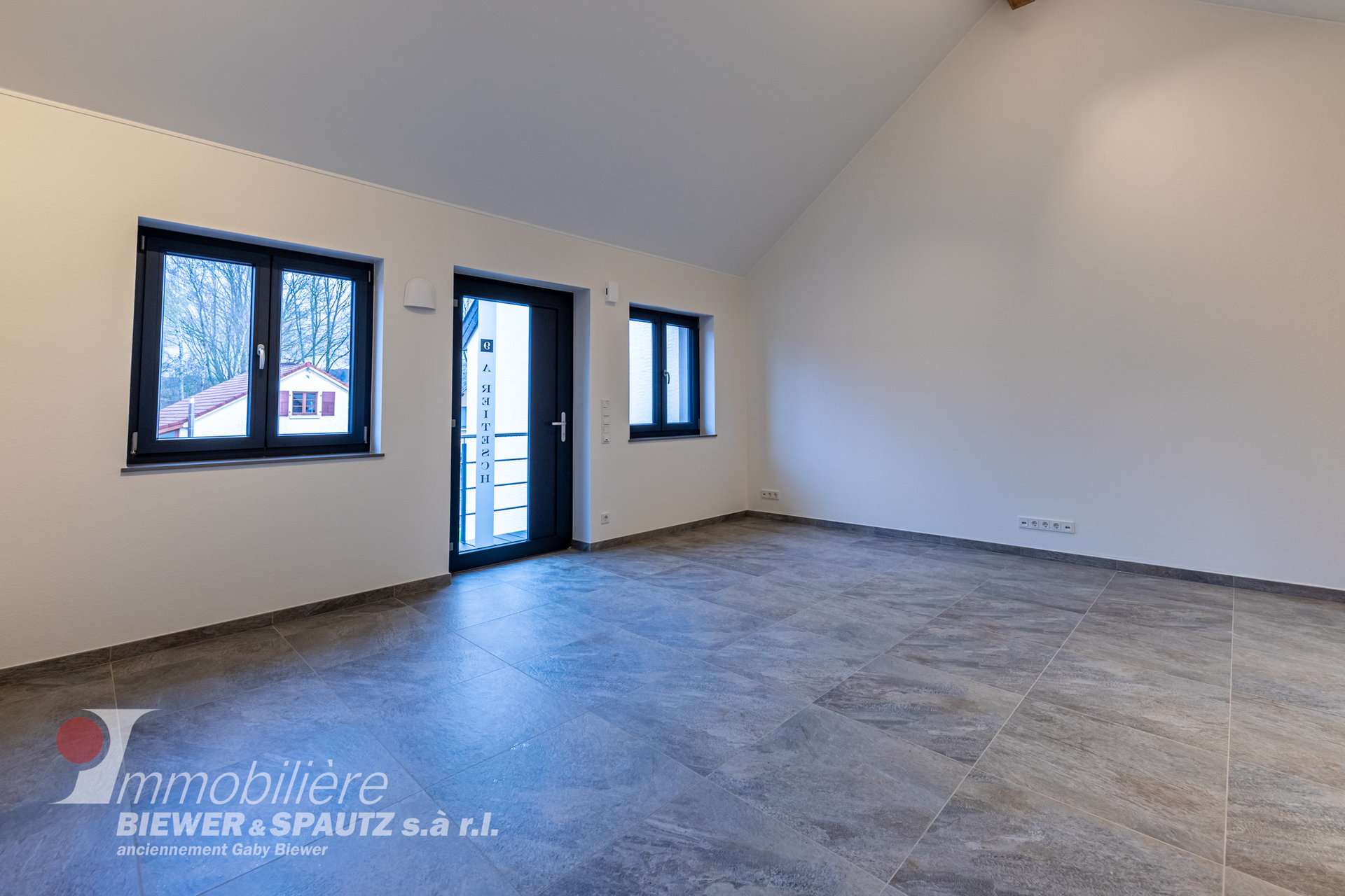 TO RENT - office on the 1st floor in Oberanven