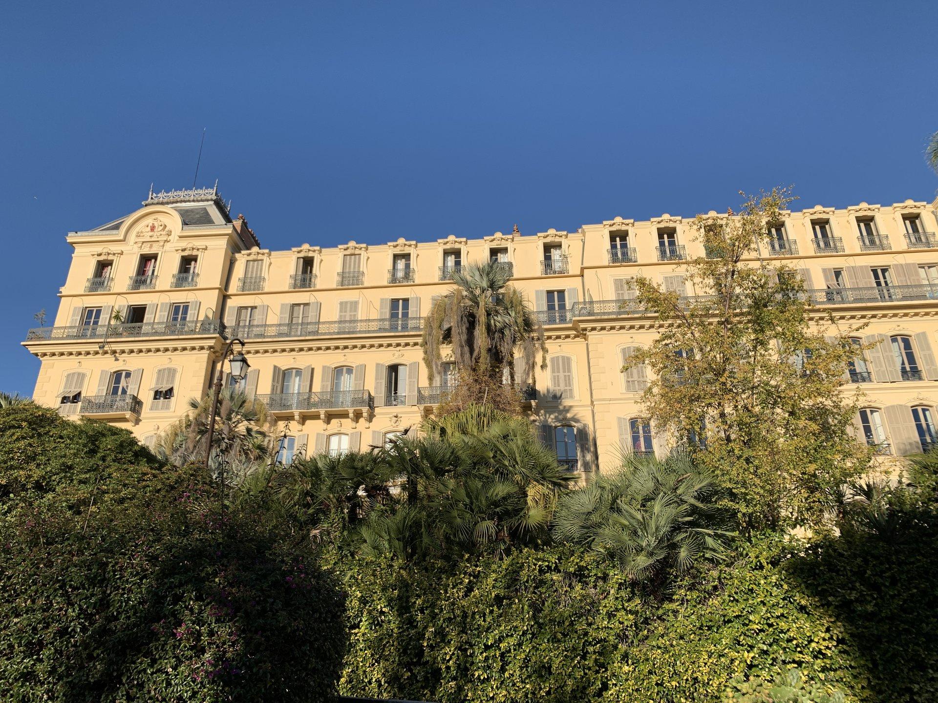 STUDETTE dans un Palais Niçois - Bd Carabacel