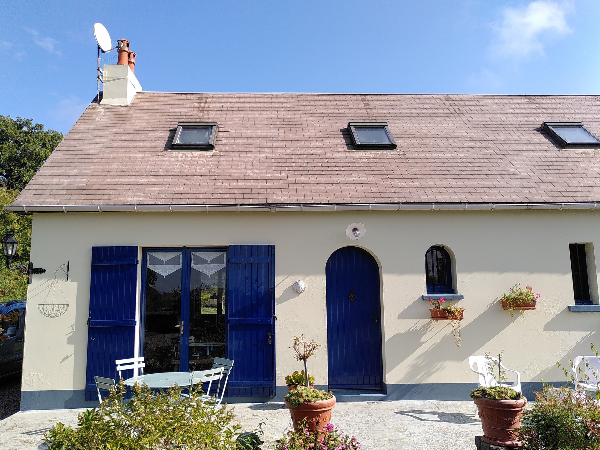 Detached house with garden and views for sale in Burgundy