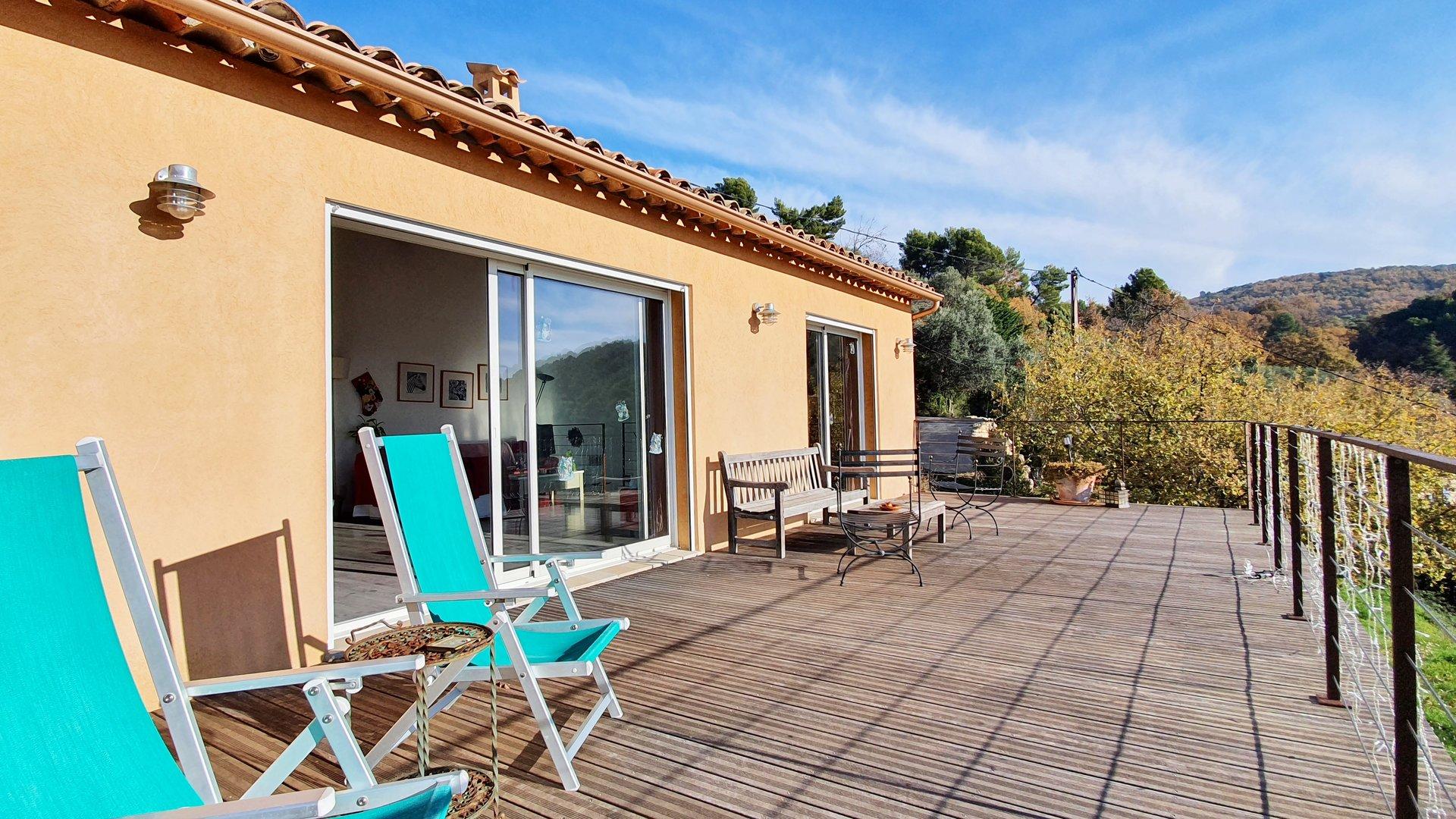 Seillans: modern house with stunning views