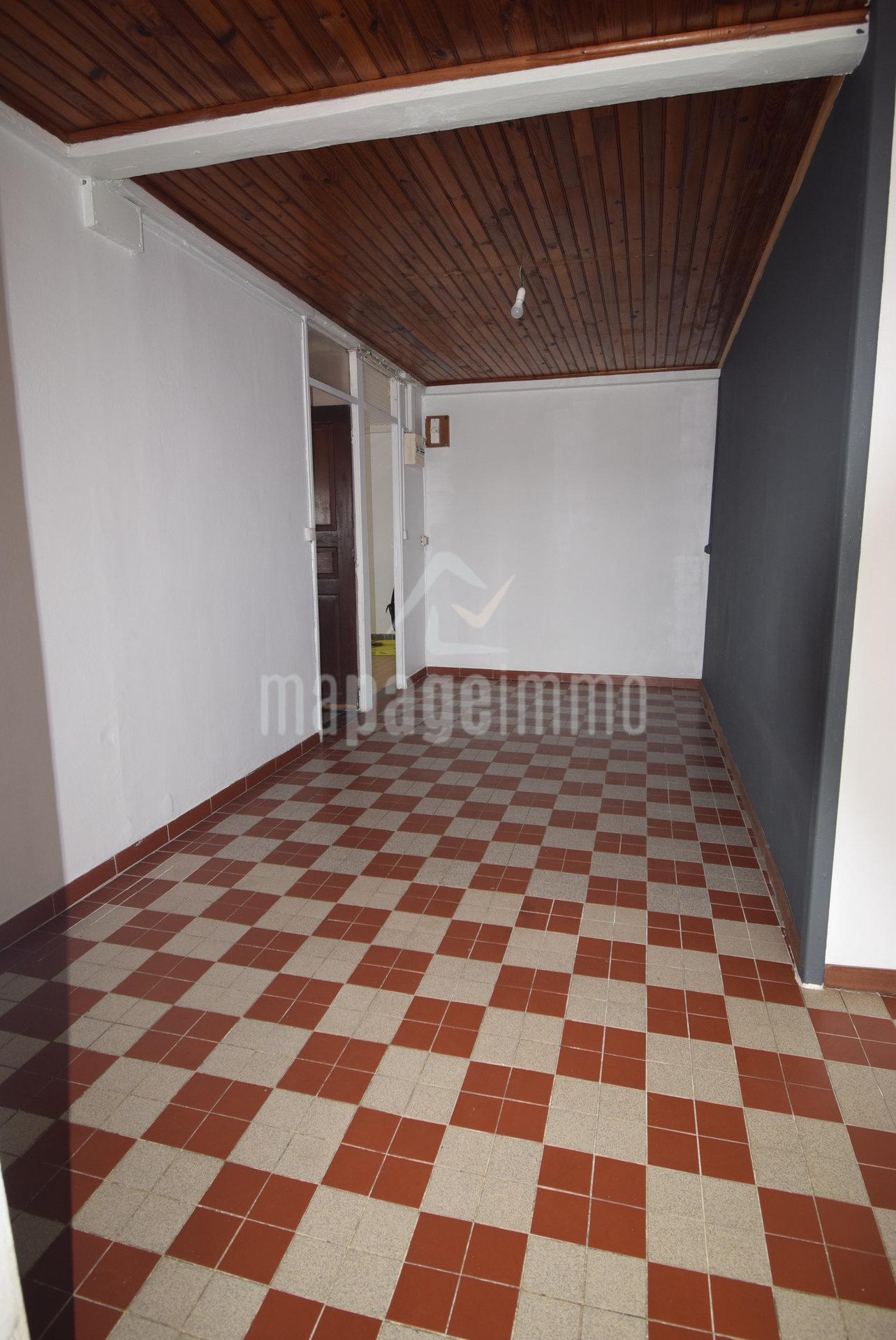 Vend Maison F3 + 1 Studio FFCE