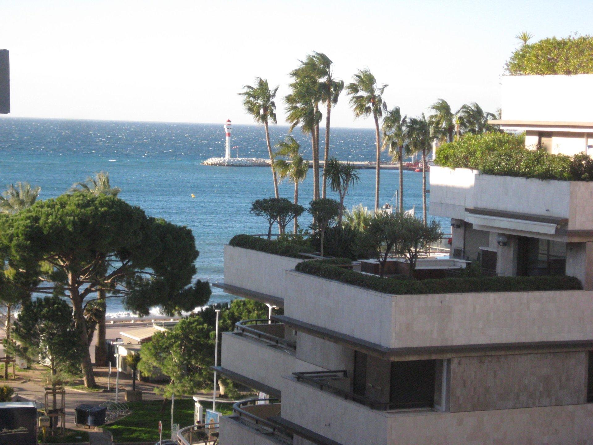 Cannes Banane 3 P contemporain 91 m² + terrasse de 36m²