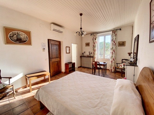 Country house with pool, walking distance of Villecroze