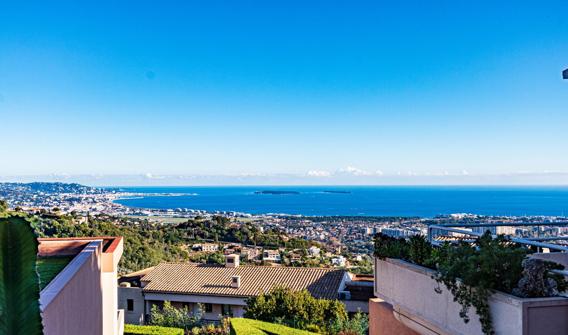 3-bed apartment, luxury domain, pool, tennis, sea view in Mandelieu