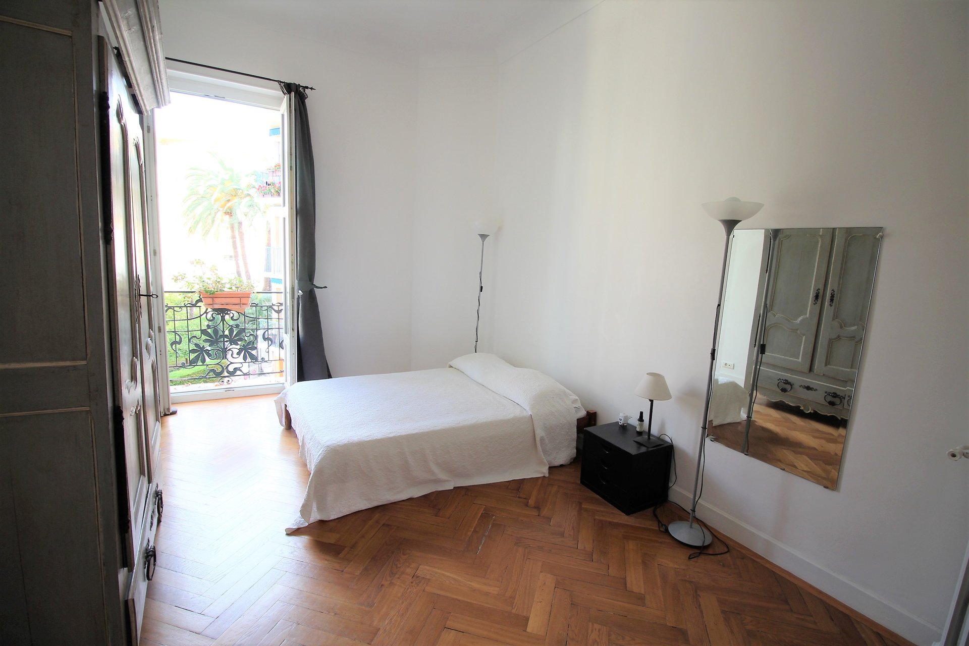 NICE, CARRE D'OR, 2 BEDROOMS APARTMENT, BALCONY