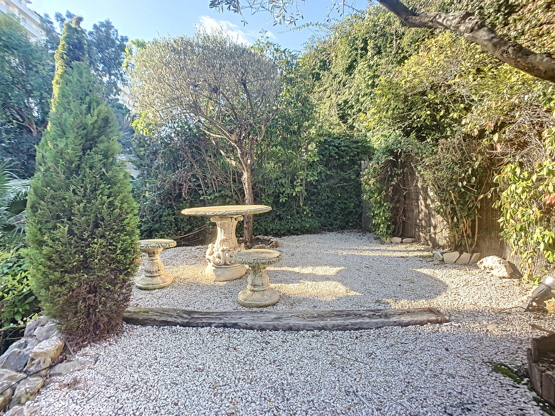 Cannes Basse Californie 5-BR apartment Garden Floor Terrace and Garden