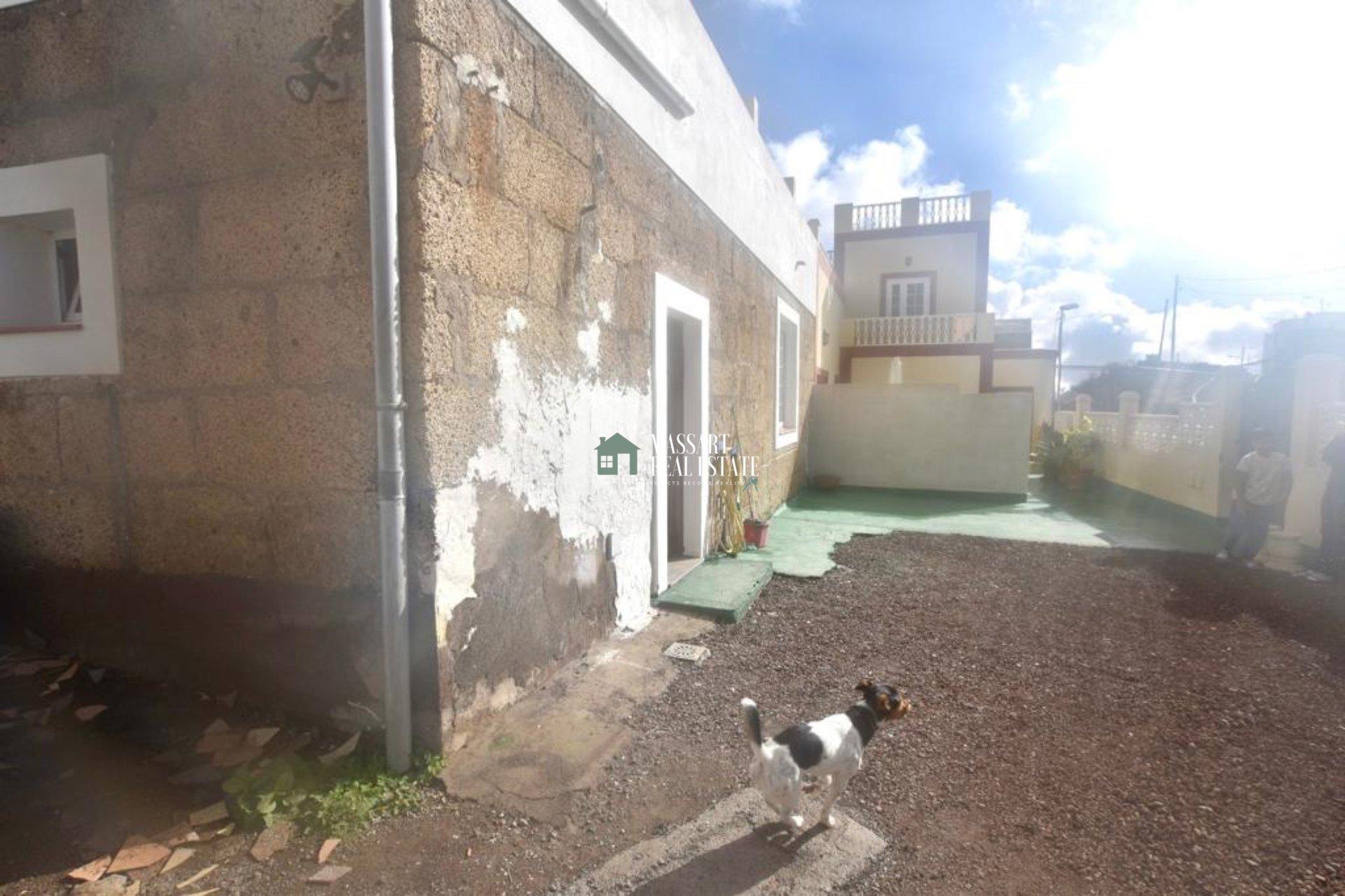 Casa tipo loft de 100 m2 ubicada en una parcela de 300 m2 en Granadilla de Abona…¡a la espera de ser terminada y personalizada a tu gusto!