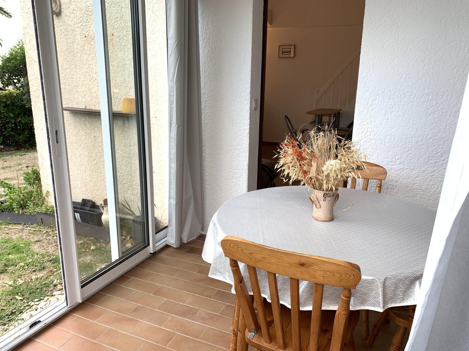 MAISONNETTE sur 2 niveaux meublée 41 m2 Domaine avec PISCINE et PARKING