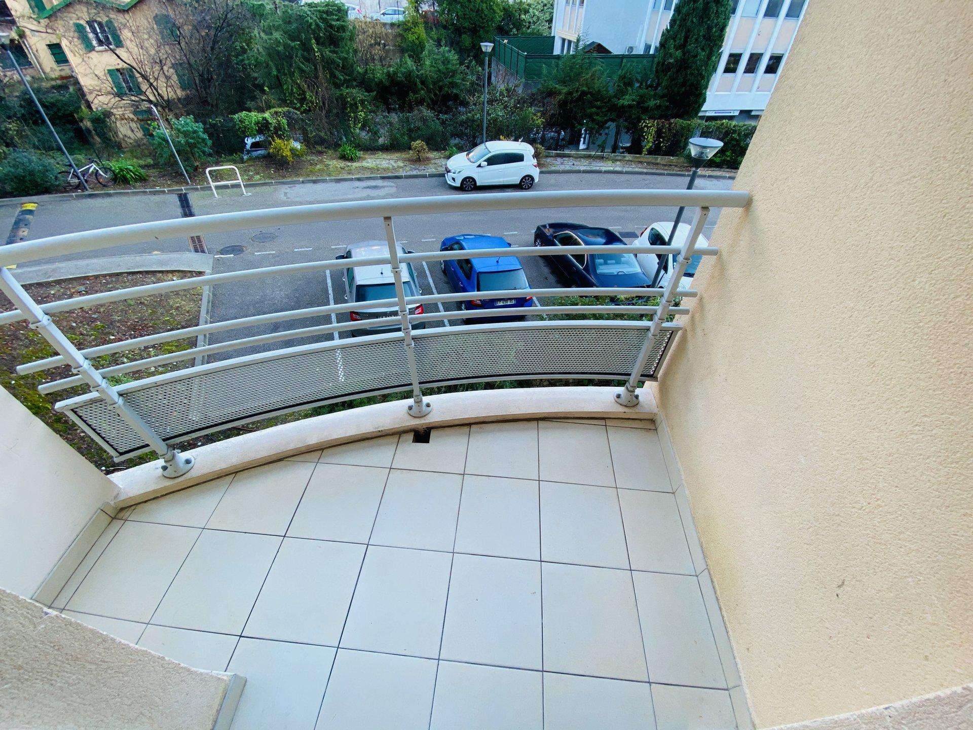 Avant dernier étage, F1 Terrasse et parking privatif Fabron