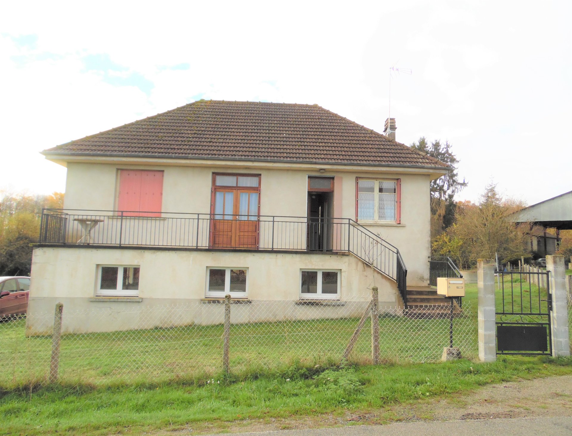 Huis met grote kelder,  garage en tuin te koop in de Creuse