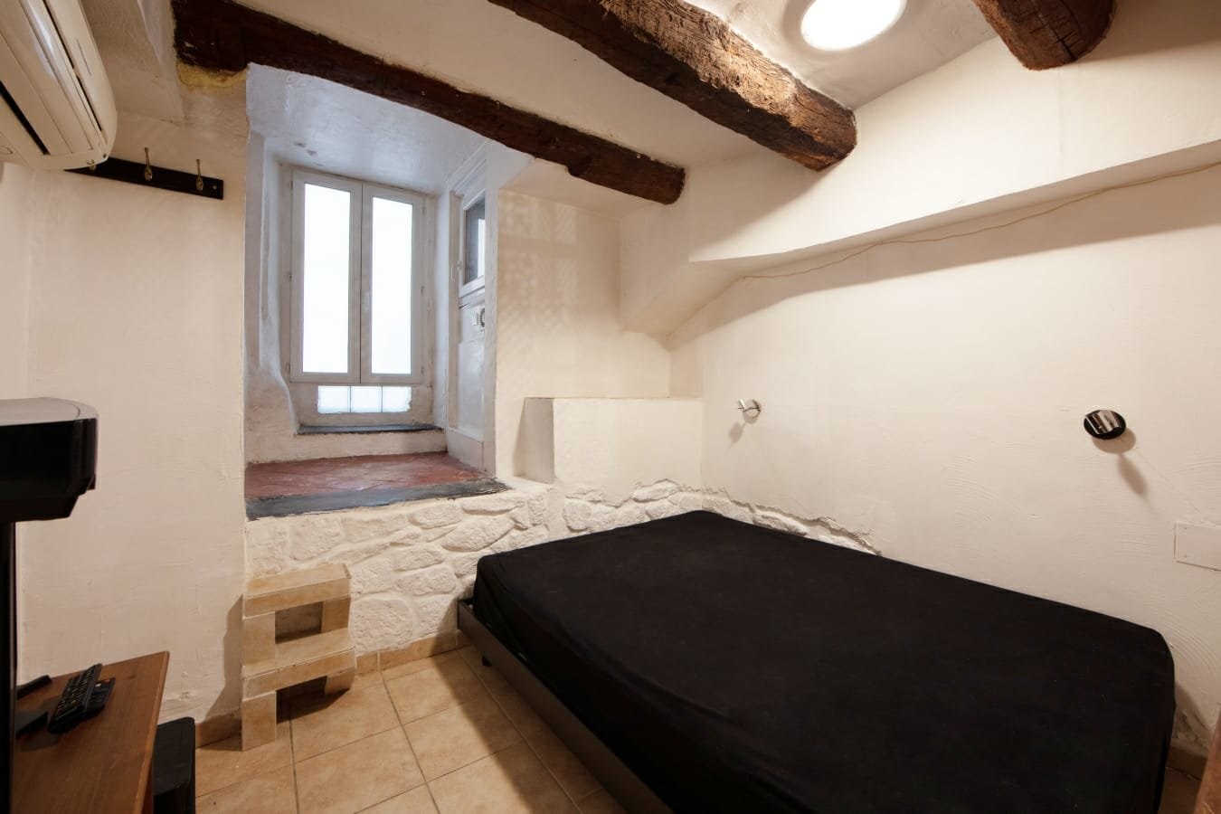 OLD TOWN NICE -  ATYPICAL 2 BEDROOMS APARTMENT
