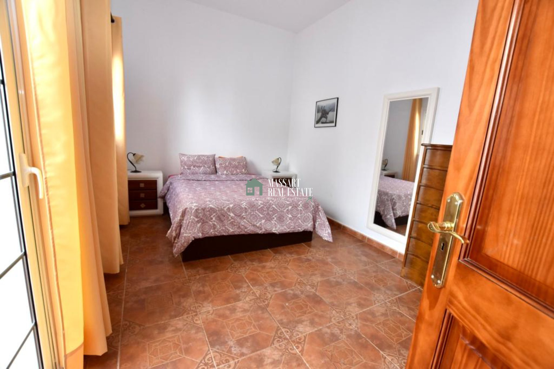 We presenteren u vandaag deze complete en onafhankelijke woningen gelegen op een perceel van 700 m2 in een omgeving van absolute rust in Granadilla de Abona.