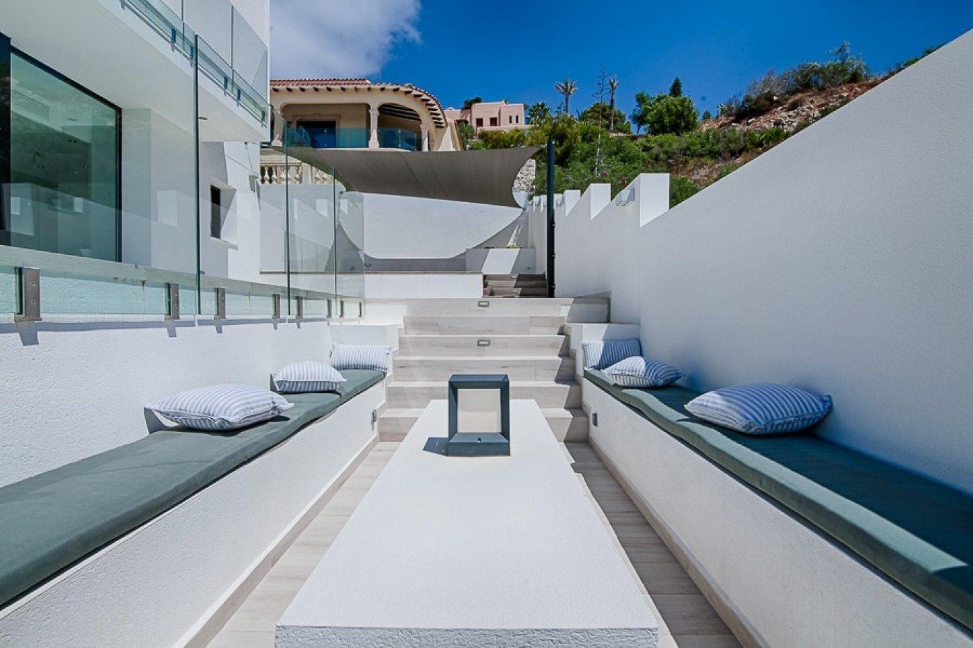 Nieuwe moderne villa met prachtig uitzicht op zee in El Portet