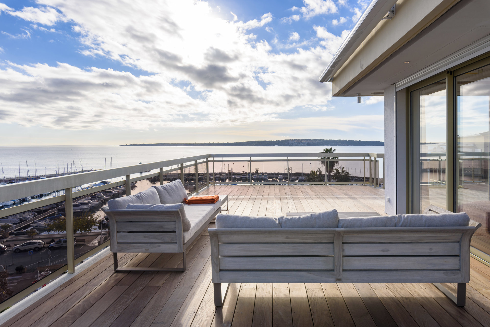 PENTHOUSE WITH TERRACE 151sq.m PANORAMIC SEA VIEW