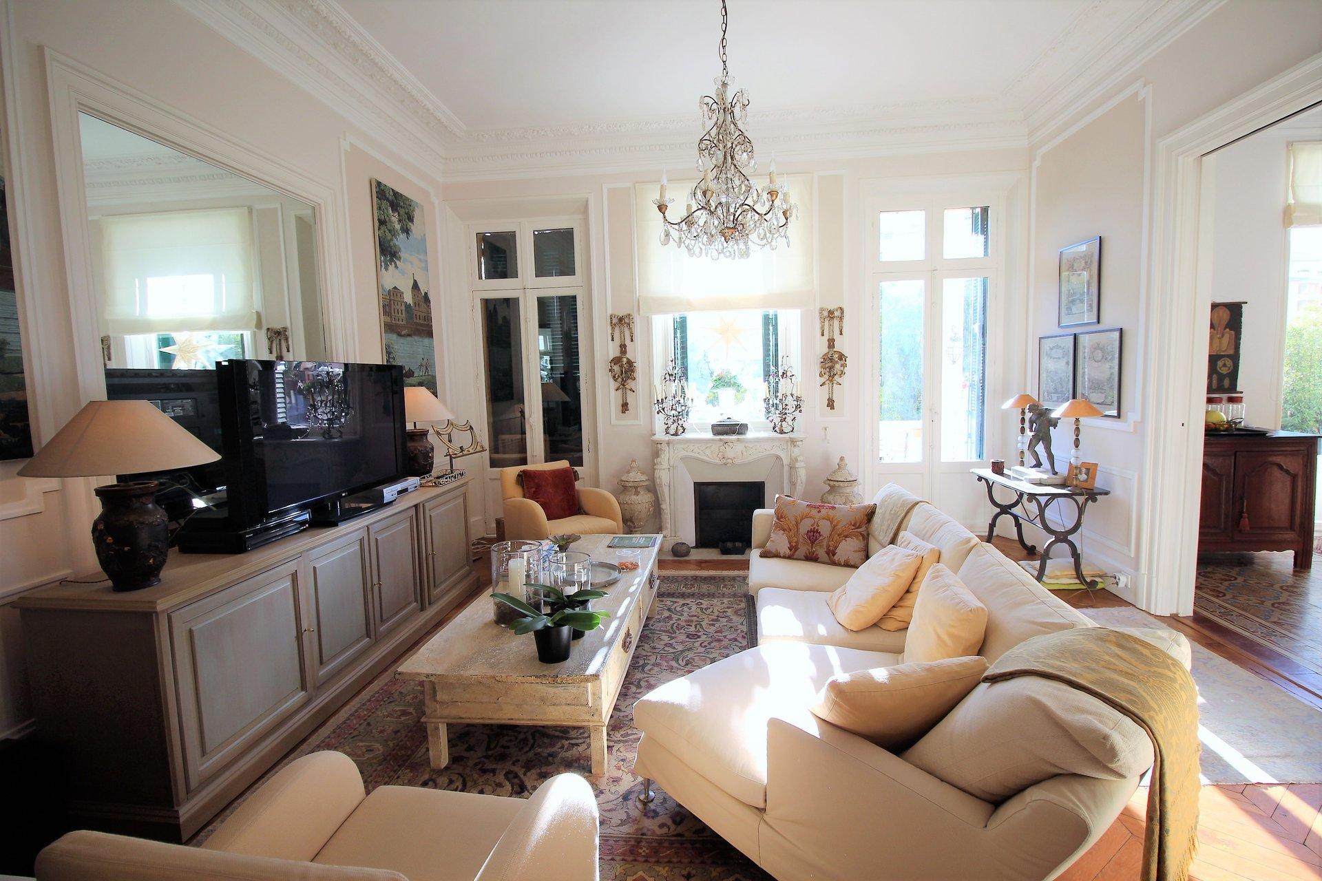 Cannes, Basse-Californie, 3 Pièces bourgeois, terrasse, proche centre.