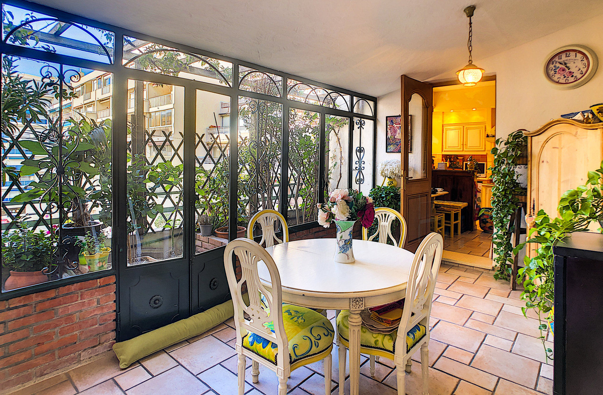 Charming, large three-bed apartment, loggia, cellar, parking, centre of Antibes