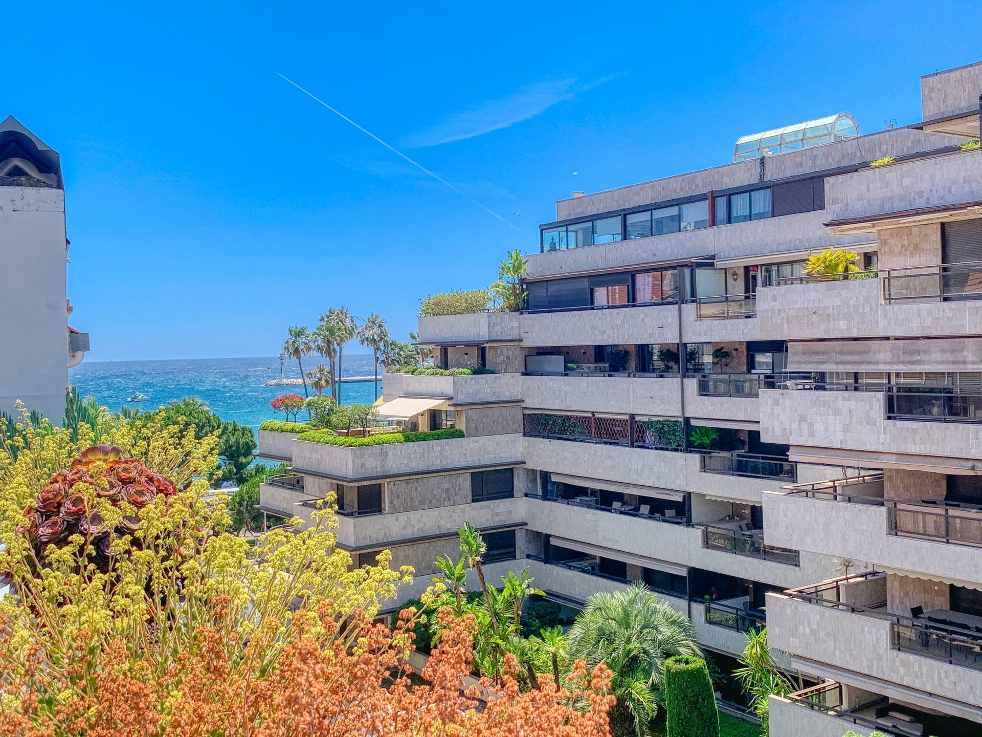 CANNES TOP FLOOR APARTMENT FOR SALE