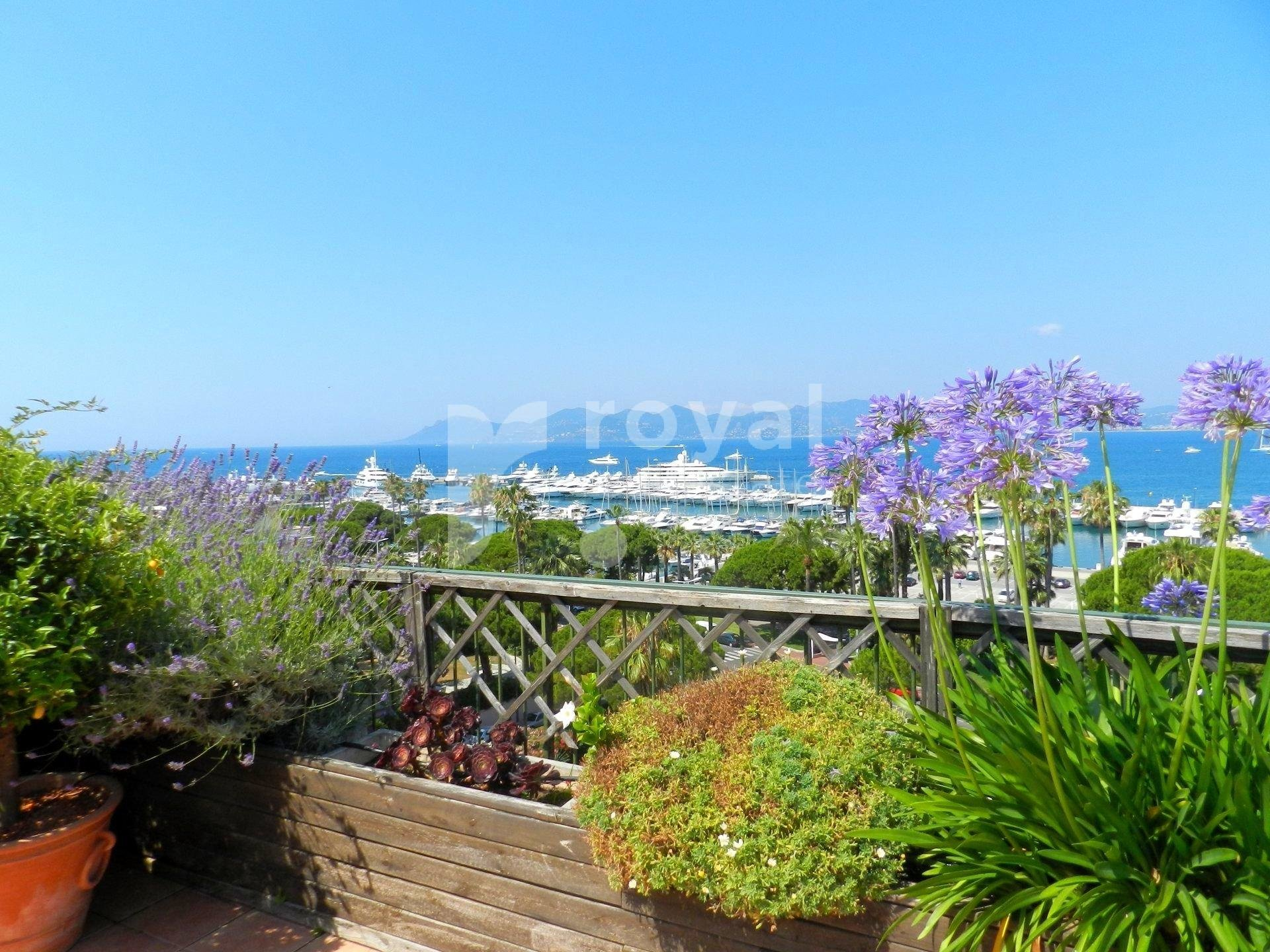 Cannes - Croisette - Sea view !