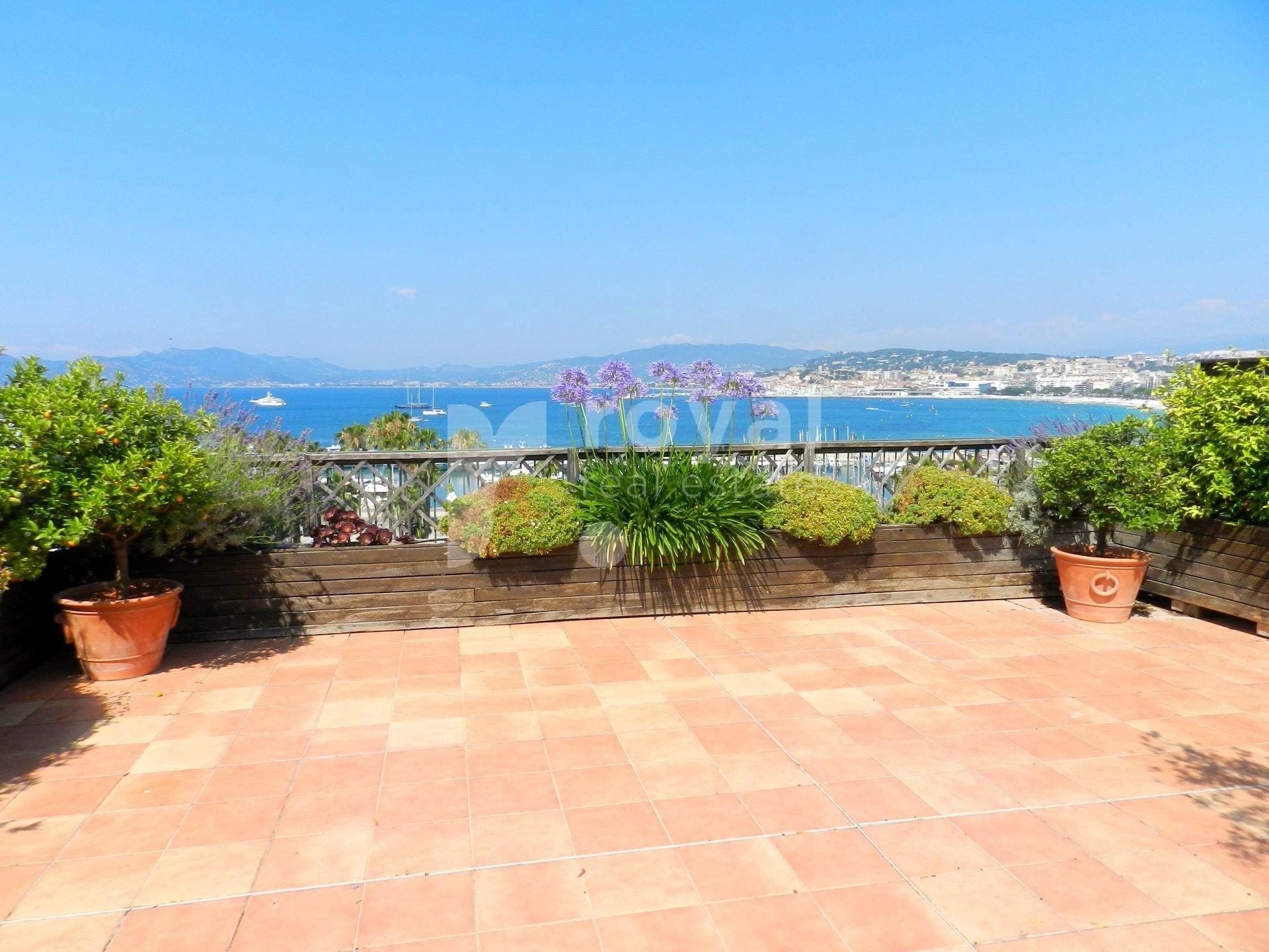 Cannes - Croisette - Vue mer !