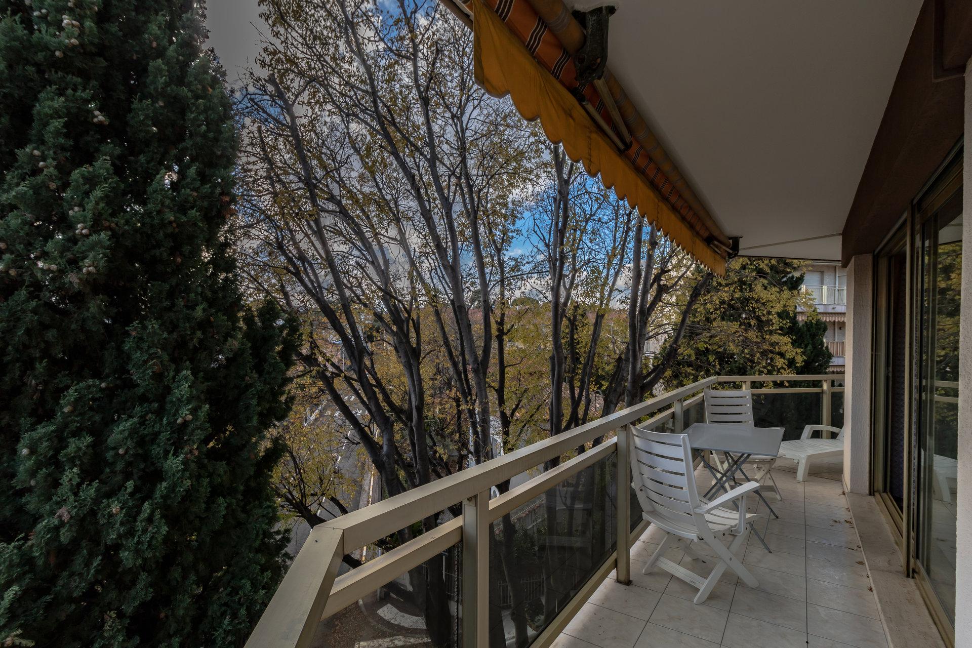 ANTIBES Ilette, 4 pieces terrasse, cave et 2 parkings
