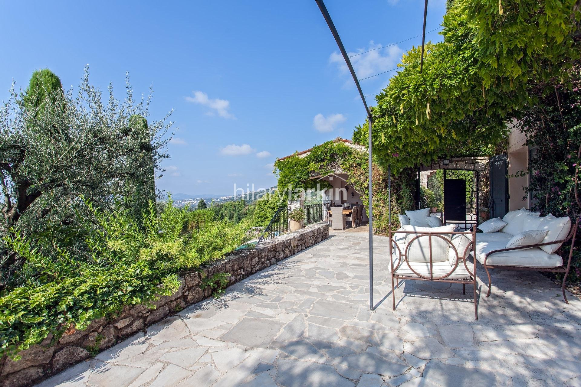 Magagnosc - Exceptional Provencal style farmhouse with panoramic sea and countryside views