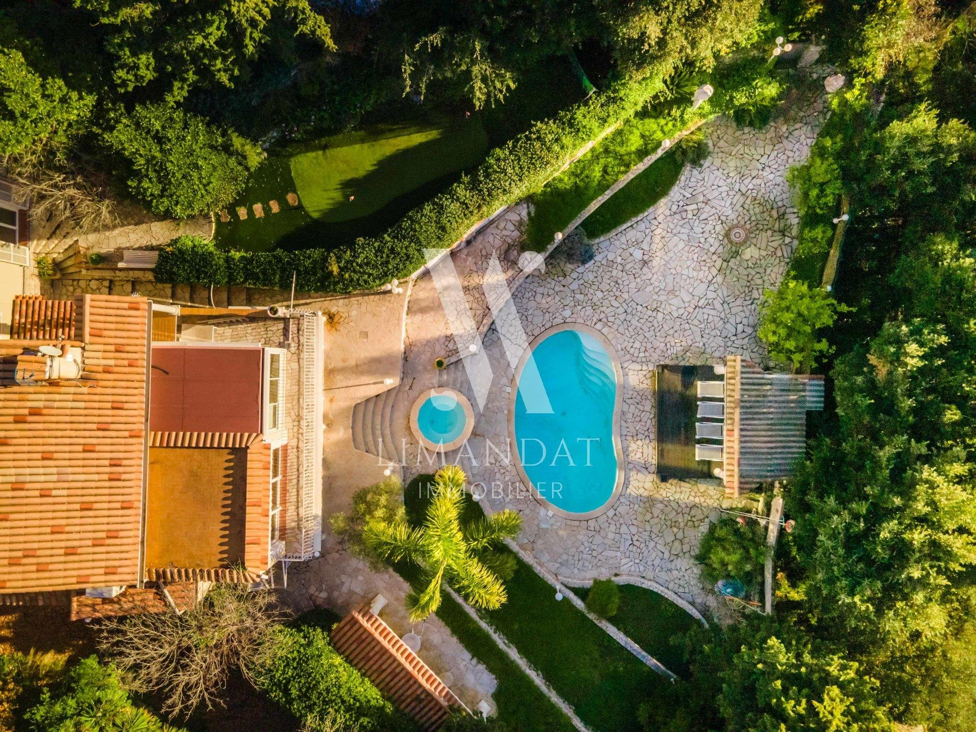La Turbie - Villa d'exception 205 m2 - terrain 1 520 m2 - piscine