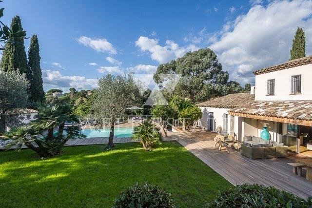 SUPER CANNES PROVENCAL STYLE COMPLETELY RENOTED VILLA 5 BEDROOMS WITH HEATED POOL
