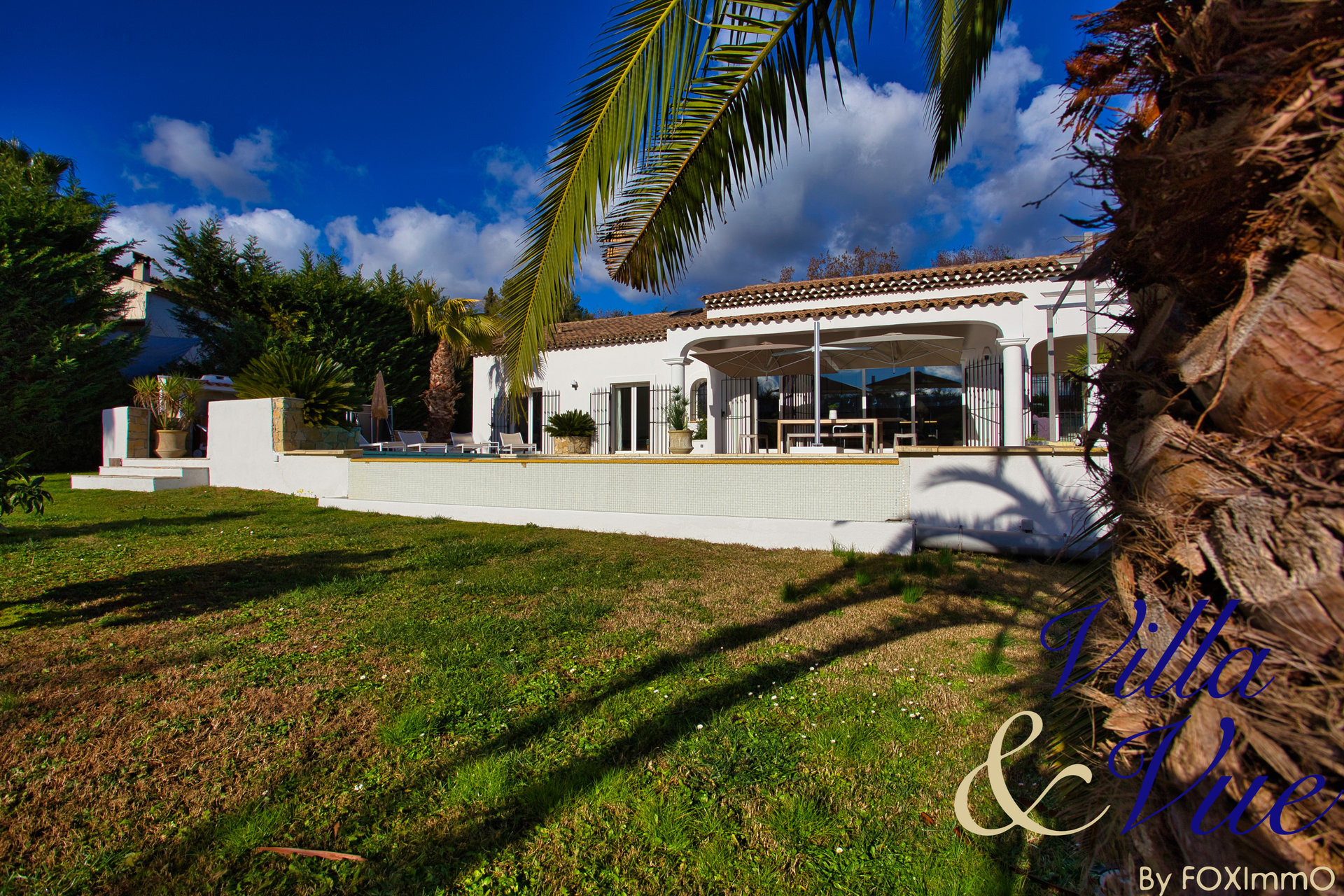 In a quiet environment , with south exposure this house / villa (villa) of 180 m² (about 1935 ft²) has 7 rooms including 6 bedrooms.