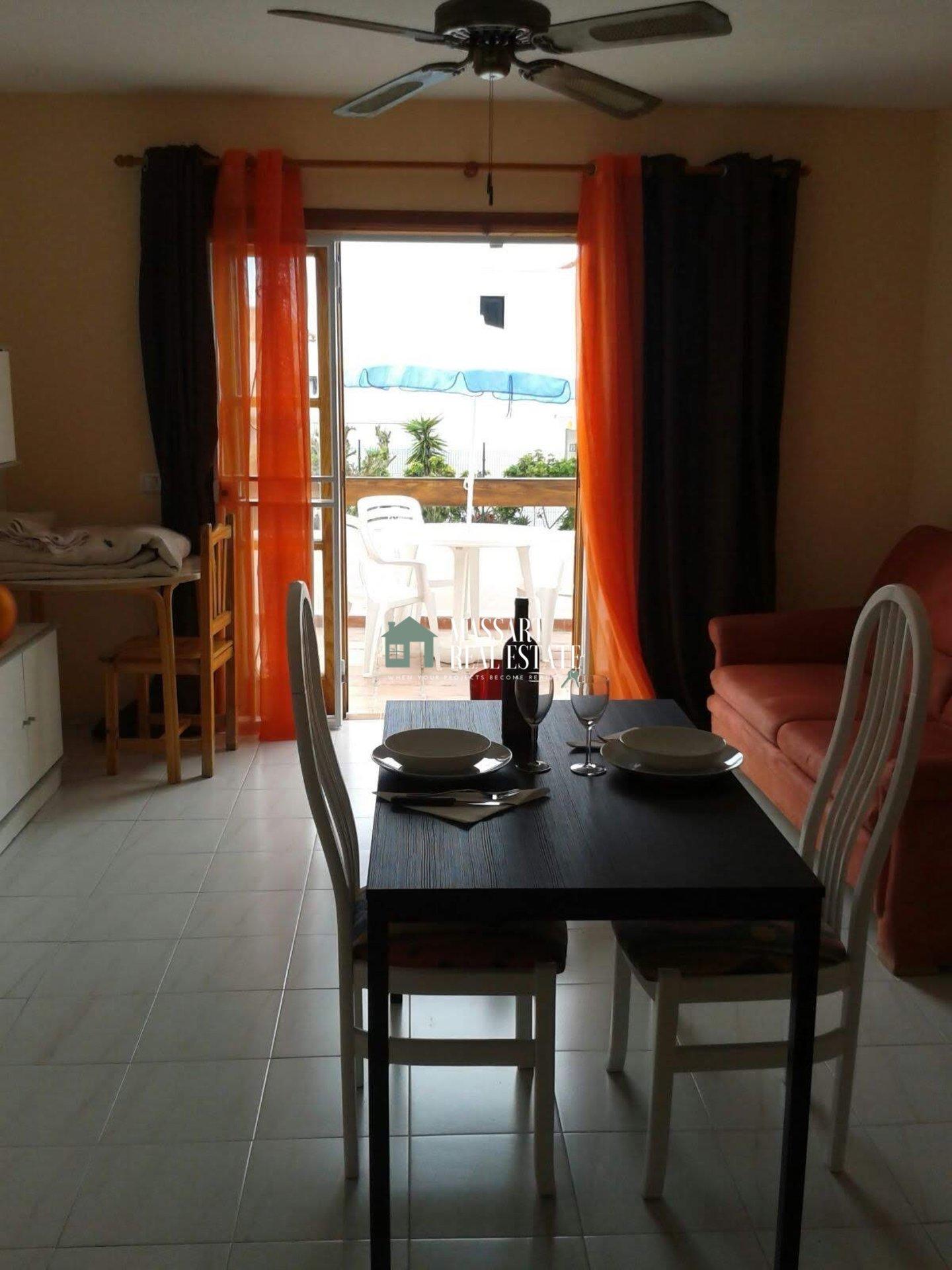 Accogliente monolocale completamente arredato situato a Los Cristianos, nel complesso residenziale di Port Royale.