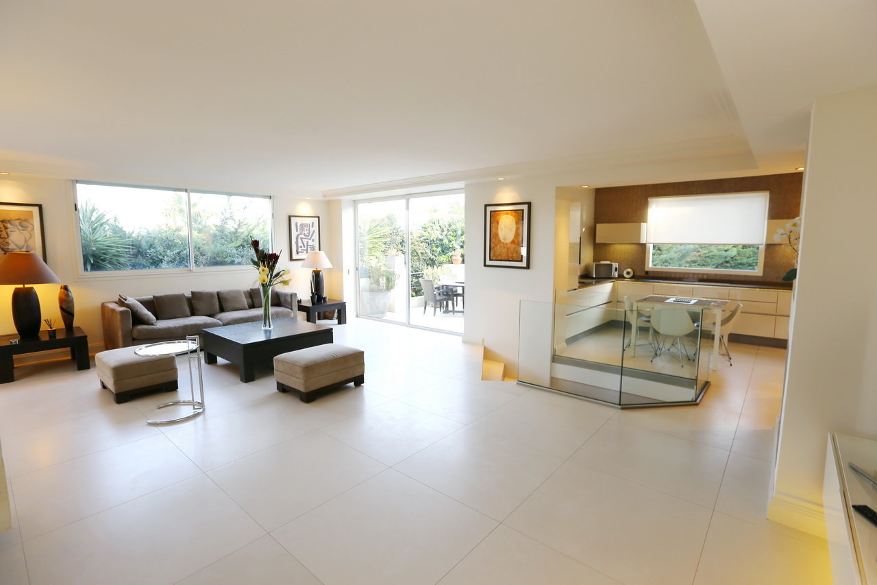 CONTEMPORARY VILLA CLOSE TO BEACHES WEST SIDE
