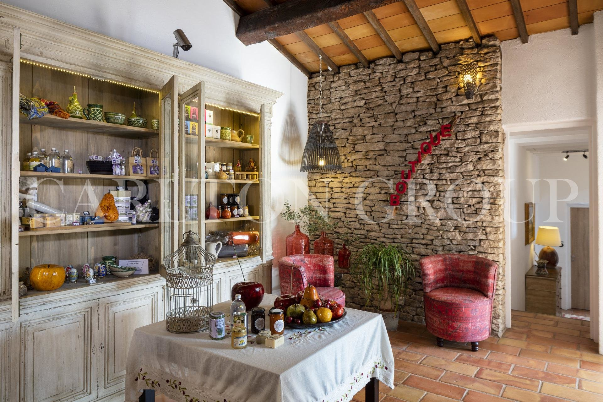 CHARMING HOTEL3*-RESTAURANT  IN THE LUBERON