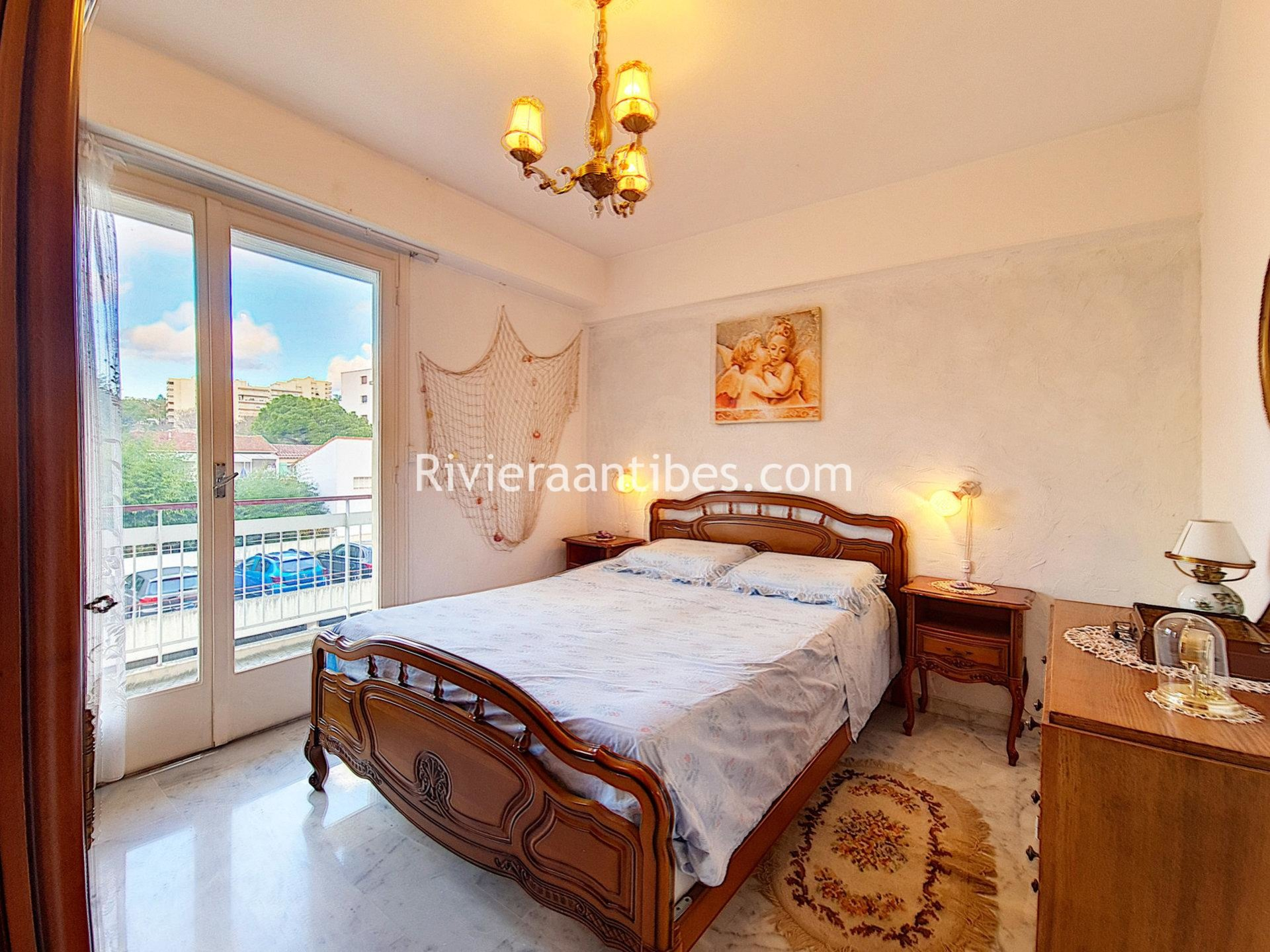 Juan les pins, 1 bedroom with parking nearby beaches.