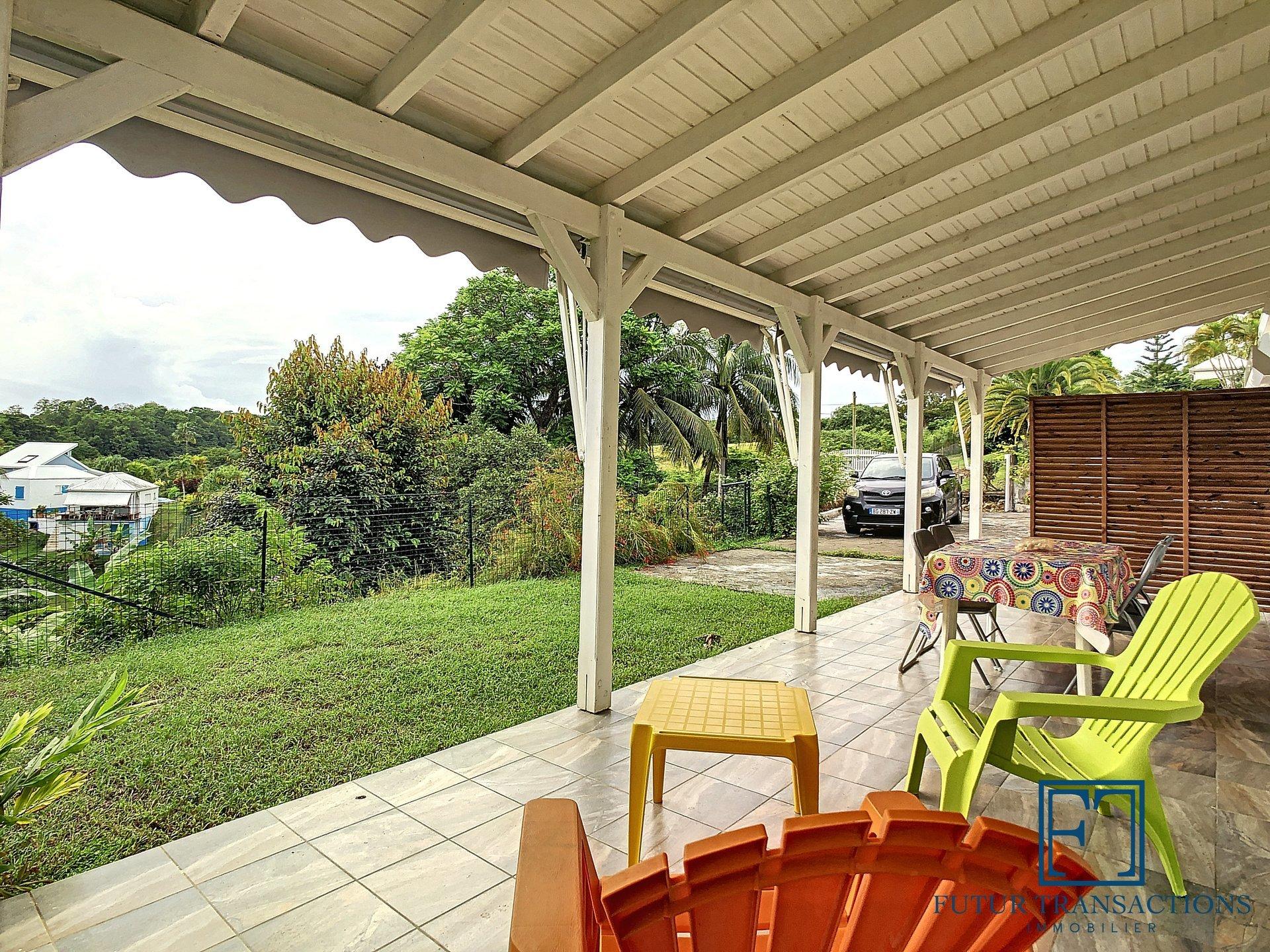 Exclusivité ! T3 meublé bas de villa avec jardin
